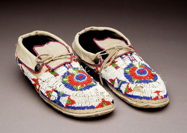 Pueblo Moccasins http://sarweb.org/?montoya_exhibit_westward_expansion