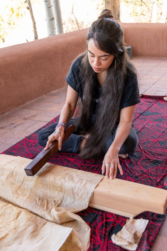 Lehuauakea making kapa at SAR.