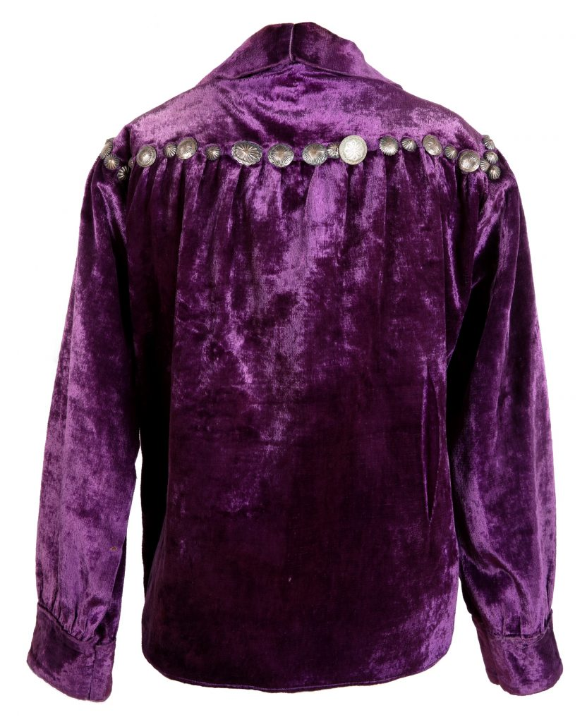 Unidentified artist (Diné), shirt, before 1965, cloth, velvet, silver, IAF.M632, photograph by Addison Doty.